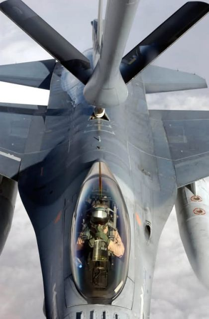 F-16 - Falcon refueling Picture