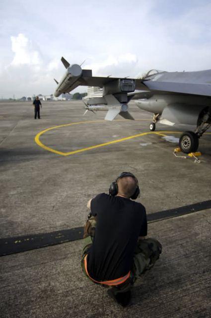 F-16 - Commando Sling Picture