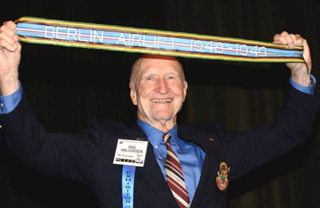 Candy Bomber - Air Force authorizes Berlin Airlift streamers Picture