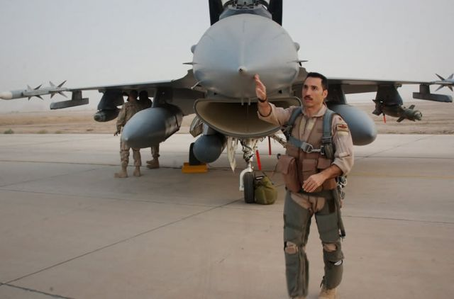 F-16 - 'Makos' support ground forces Picture