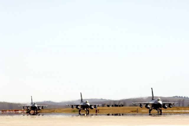F-16 Fighting Falcons - 'Coronet East' flies home Picture