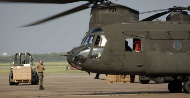 CH-47 - Loading supplies Picture