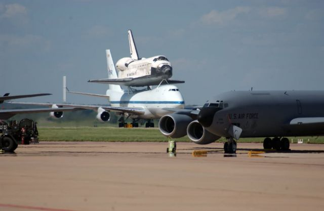 NASA Boeing 747 - Space Shuttle Discovery stops at Altus, Barksdale Picture