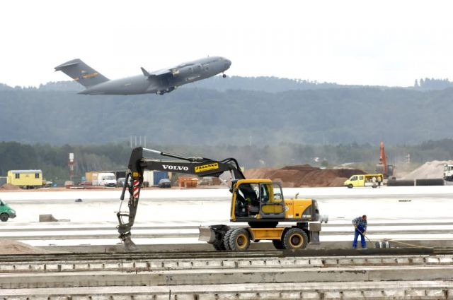 C-17 - Rhein-Main transition on track Picture