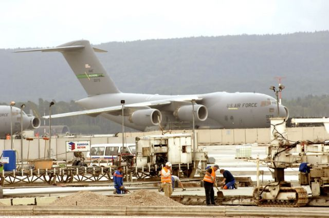 C-17 - Rhein-Main transition on track Picture