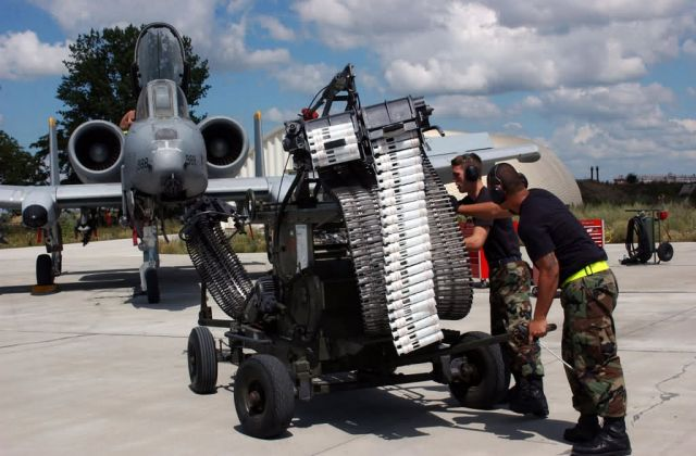 A-10 Thunderbolt II - Loading assembly Picture