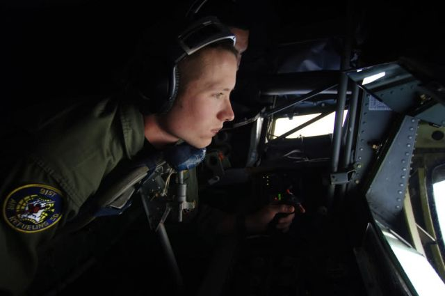 KC-135 - Airmen support counterdrug mission in Manta Picture