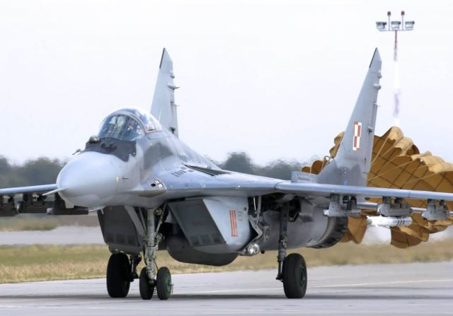 MiG-29 - Guardsmen familiarize Polish airmen with F-16 Picture