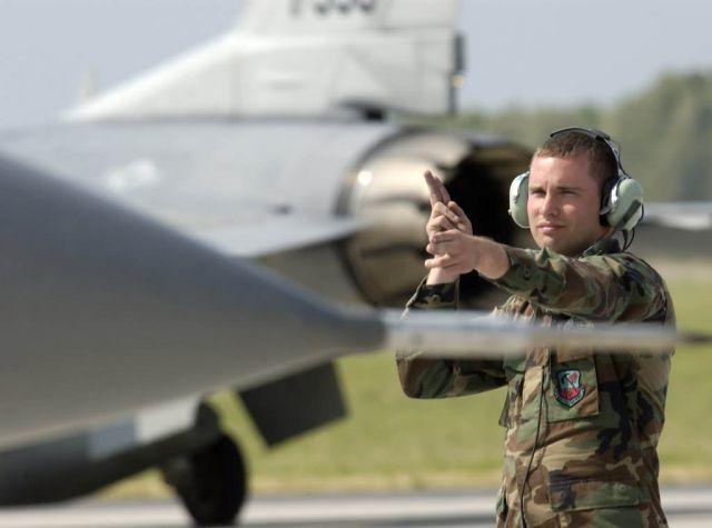 F-16 Fighting Falcon - Guardsmen familiarize Polish airmen with F-16 Picture