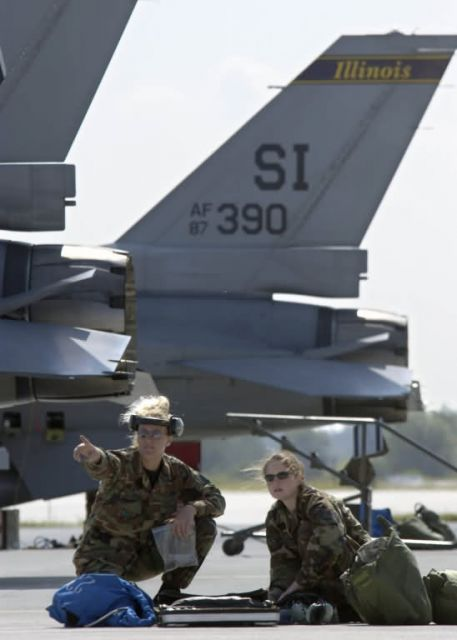 F-16 - Guardsmen familiarize Polish airmen with F-16 Picture