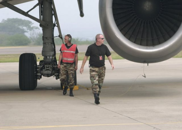 KC-10 - Airmen keep Soto Cano's runway running Picture
