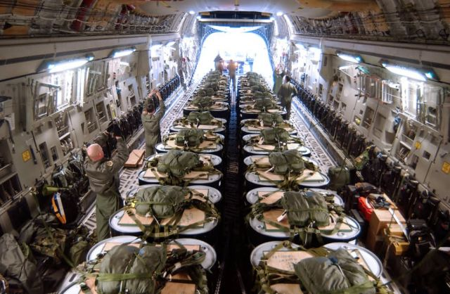 C-17 Globemaster III - C-17 makes first polar airdrop Picture