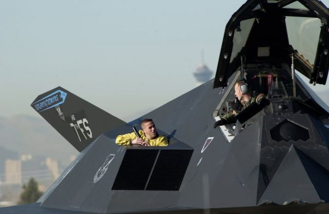 F-117 - Nighthawk talk Picture