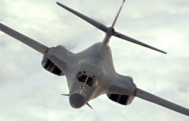 B-1B Lancer - Lancer in flight Picture
