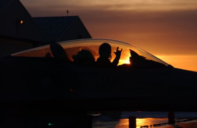 F-16 - Sun sets on mission Picture