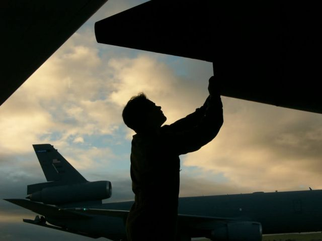 KC-10 Extender - Exhausting work Picture