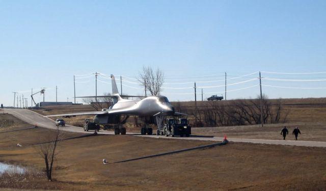 B-1B - B-1 debuts at South Dakota museum Picture
