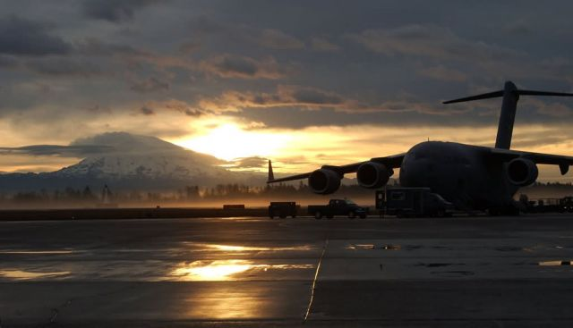 C-17 Globemaster III - In the dawns early light Picture