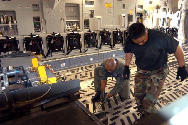 C-17 Globemaster III - Airmen bring relief to tsunami-devastated region Picture