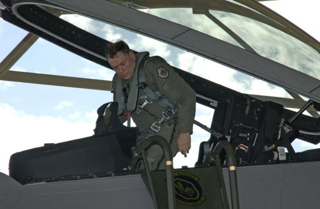 F/A-22 Raptor - General Jumper qualifies in F/A-22 Raptor Picture