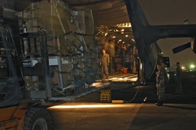 MC-130H - Airmen put relief on target Picture