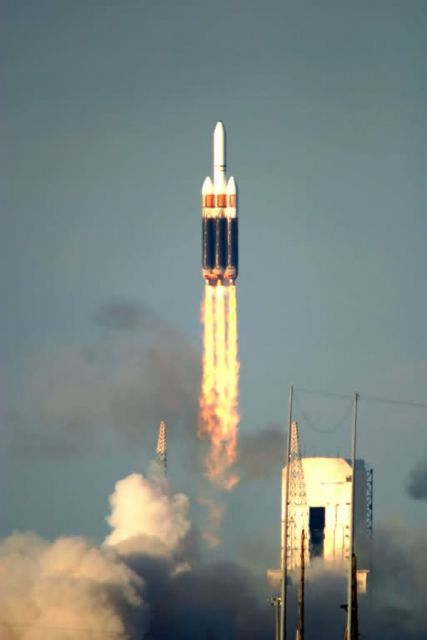 Boeing Delta IV - Heavy launch vehicle blasts off Picture