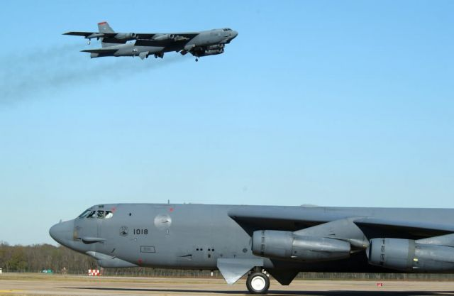 B-52H - Coming and going Picture