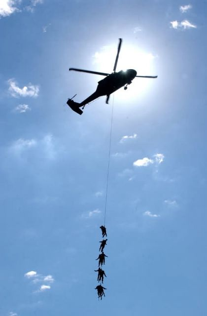 UH-60 Blackhawk - Hang on Picture