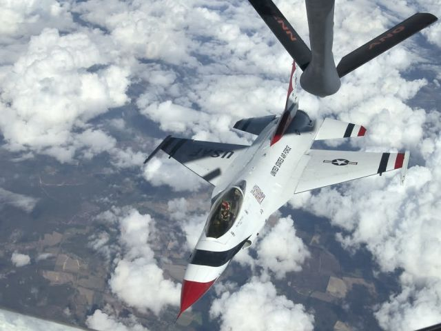 KC-135 - Thunderbird refuel Picture