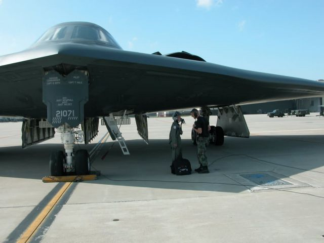 B-2 Spirit bomber - First 'unmanned' B-2 takes flight Picture