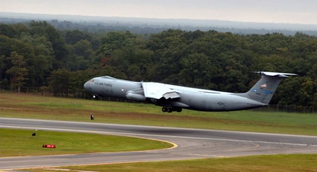 C-141B - Last active-duty C-141B Starlifter makes final flight Picture
