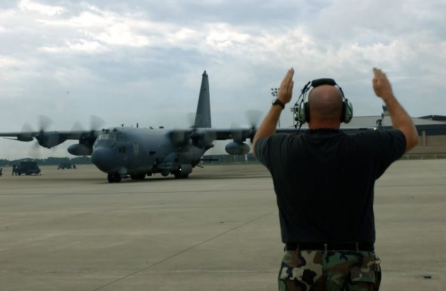 AC-130U - Bases, aircraft prepare for Hurricane Ivan Picture