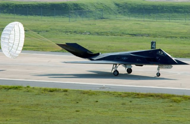 F-117 Nighthawk - Easy landing Picture