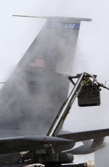 KC-135E - De-ice, then de-ploy Picture