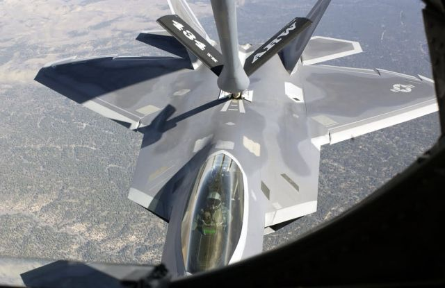 F/A-22 Raptor - Raptor refueling Picture