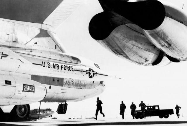 B-52 - B-52 combat crew Picture