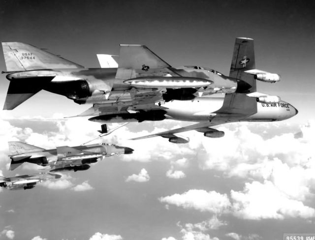 KC-135 - F-4C Phantom and KC-135 tanker Picture