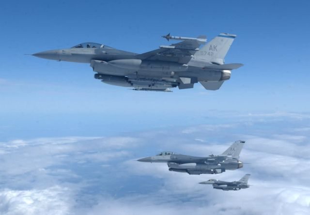 F-16 Fighting Falcons - A formation of falcons Picture