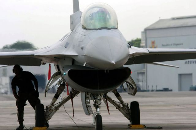 F-16 Fighting Falcon - U.S., Singaporean Airmen train together Picture