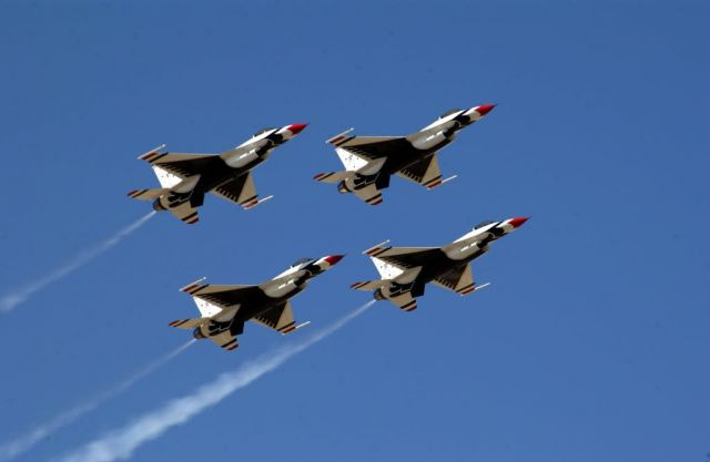 F-16 - Thunderbird diamond Picture