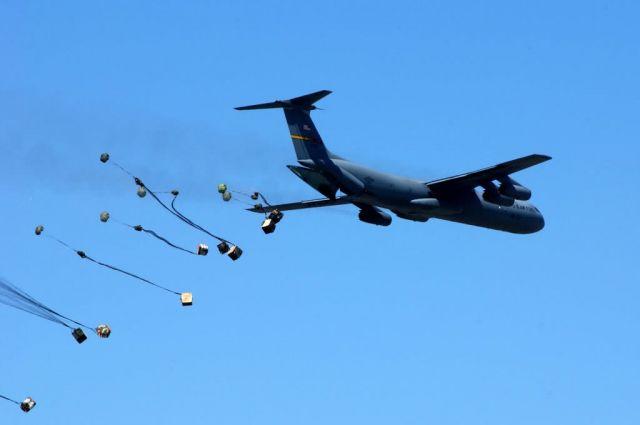 C-141 - Cargo drop demo Picture