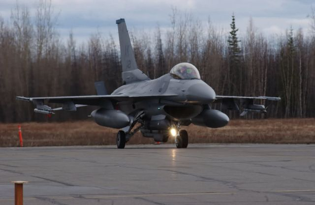 F-16 - Time to taxi Picture