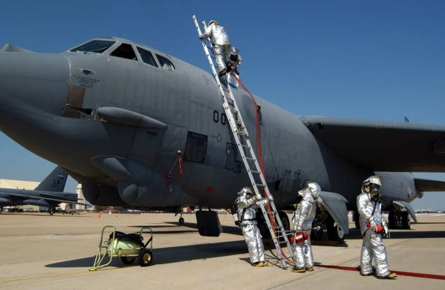 B-52 Stratofortress - Everybody out! Picture