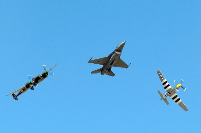 F-16 Fighting Falcon - P-51 Mustang Picture