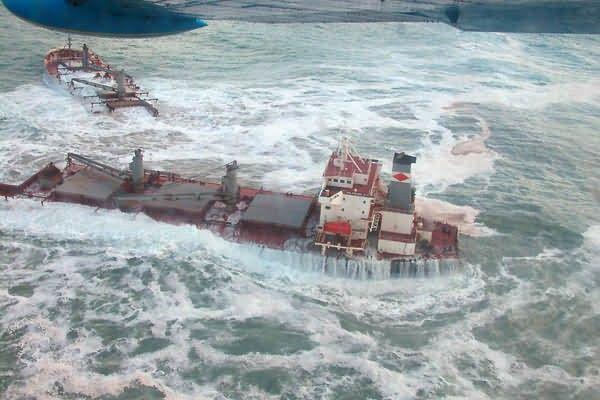 M/V Selendang Ayu Oil Spill Unalaska 2004 Picture