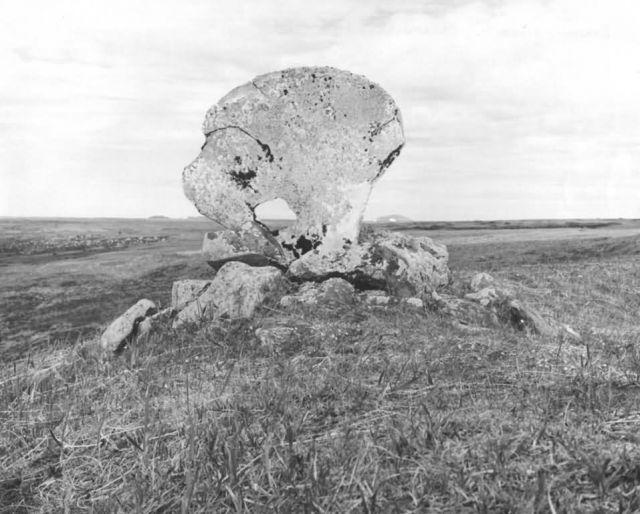 Eskimo Gravesite, Chakwaktolik Picture