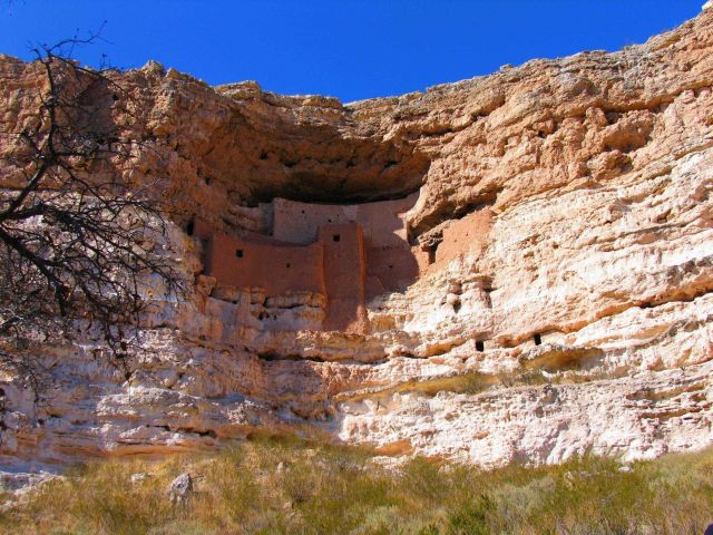Montezuma's Castle cliff dwellings Picture