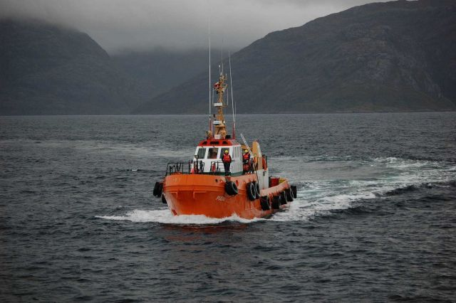 The pilot boat PUDU approaching the NOAA Ship RON BROWN in the Strait of Magellan. Picture