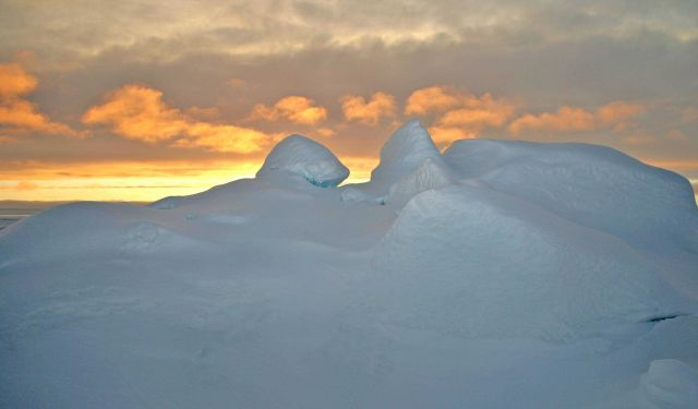 A spectacular Arctic sunset Picture
