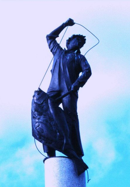 Statue of halibut fisherman adorning top of Seattle's Fishermen's Memorial Picture